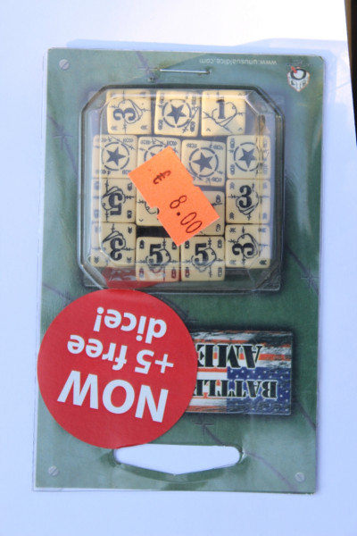 Axis & Allis Battle Dice Set American - Beige Schwarz